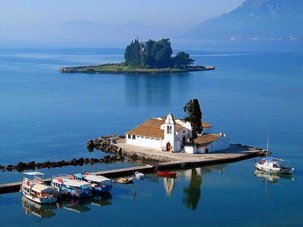 http://www.sandandsea.gr/images/sightseeings/pontikonisi/pontikonisi02.jpg